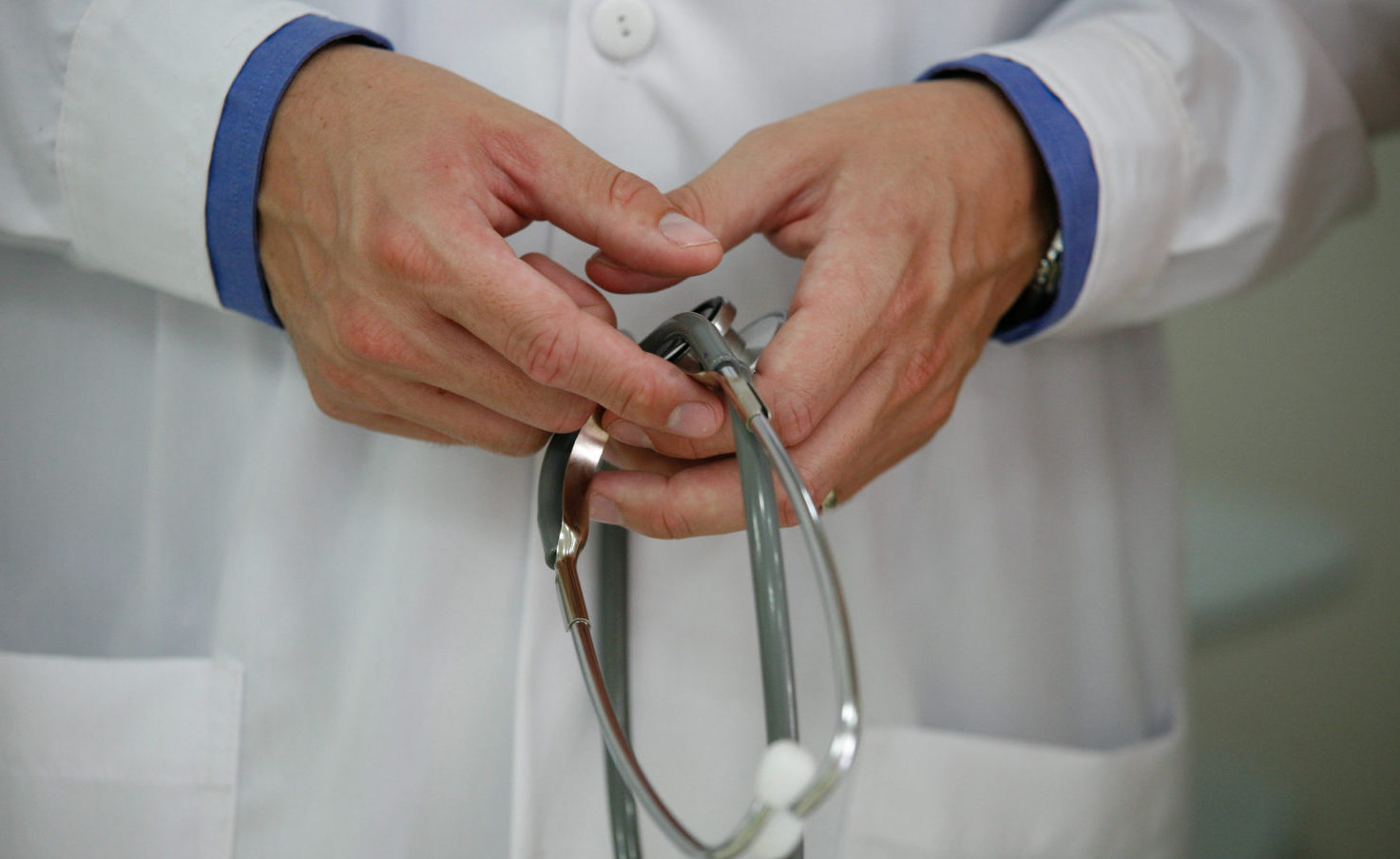Close up of hands holding stethoscope: CC BY-NC 2.0