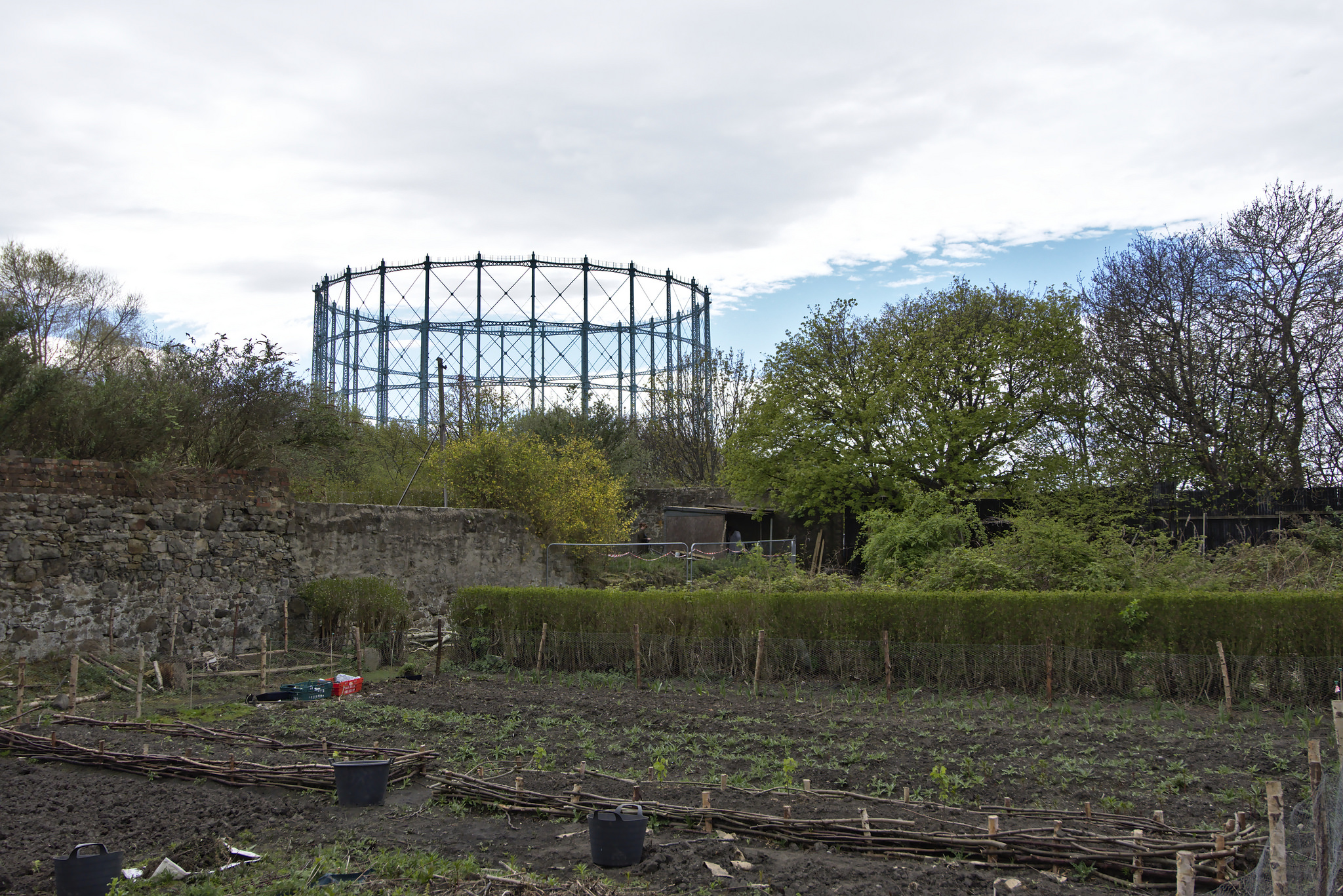 A view of Granton Castle walled garden beneath Granton Gasholder by Magnus Hagdorn CC By-SA 2.0