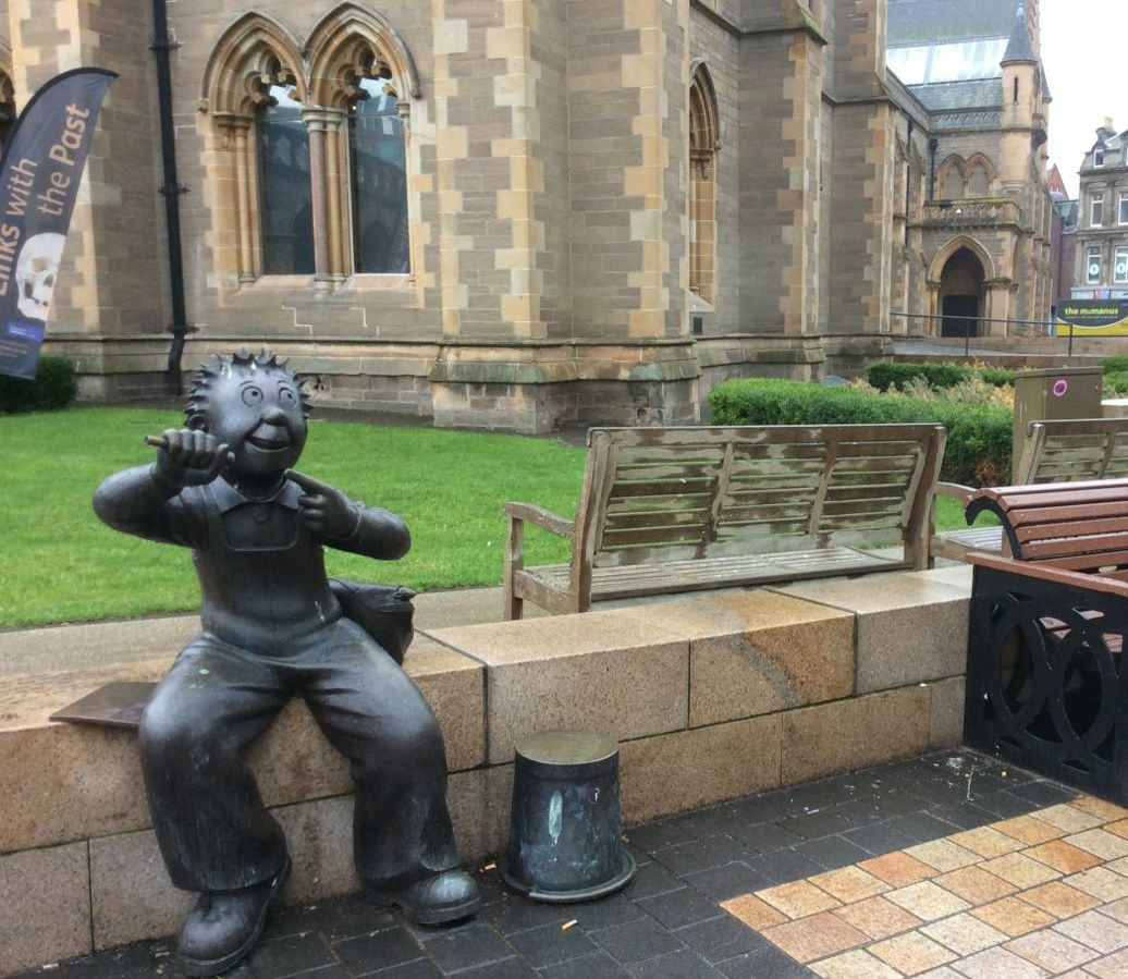 Oor Wullie statue outside McManus, Dundee's art gallery and museum